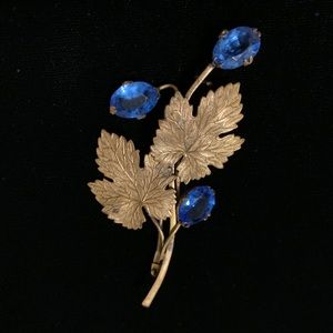 Vintage pin with leaves & blue crystals